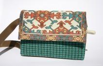 borseta handmade cu motiv geometric